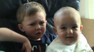 شاهد فيديو كوميدي ومضحك لطفل شرير جدا