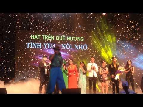 Trường Giang hát trong liveshow Quang Le Hát Trên Quê Hương