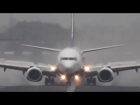 Boeing 737-800 Winglet vs. Airbus A320 Sharklet (HD)