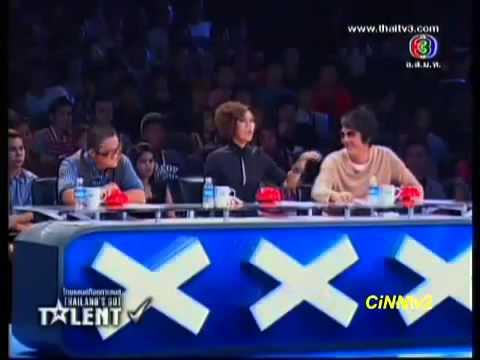Thấy thí sinh quá sexy, giám khảo nổi máu dê xin hun 1 cái (Thailand's Got Talent 2012)