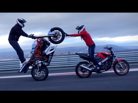 Motorcycle stunts Martin & Kate 2015