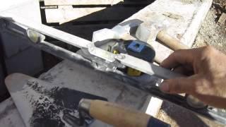 Инструмент для работ цементно-песчаными блоками.