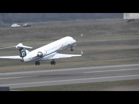 Alaska Airlines CRJ700 Takes Off From PDX On Runway 10L 4)