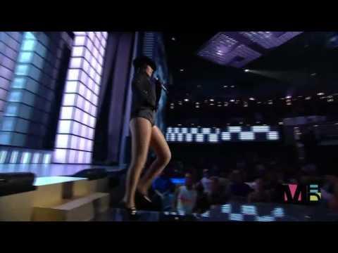 Rihanna   Umbrella Live MTV Video Music Awards 2007 HD ft  Chris Brown 720p