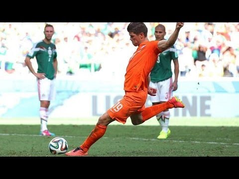 Netherlands STUNS Mexico 2-1 with Klaas Jan Huntelaar's Penalty Kick! Mexico Robbed?