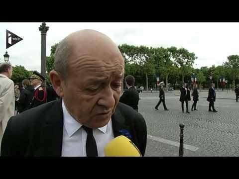 Jean-Yves Le Drian rend hommage au légionnaire tué au Mali
