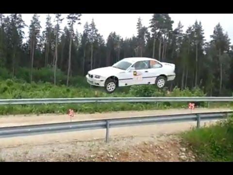 BMW E36 mit 6-Zylindern hebt ab