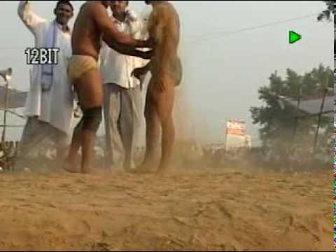 pakistani wrestler muhammad salman pehlawan vs indian wrestler rahul mann pehlawan.MPG