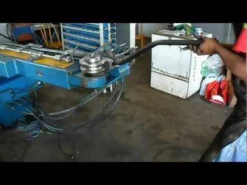 Dobradeira ( curvadeira ) de tubos automatizada