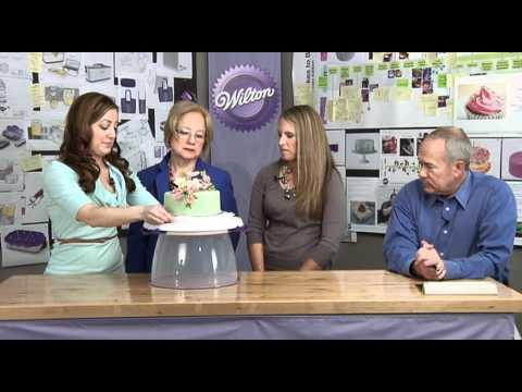 Wilton Ultimate Trim - N - Turn Cake Caddy & Turntable (watch video)