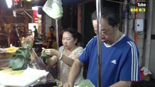 Xôi của ông chủ người Hoa bán giờ trái khoáy vẫn hút khách ở Sài Gòn