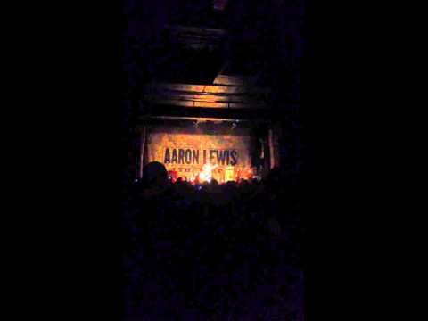 Aaron Lewis performs Outside