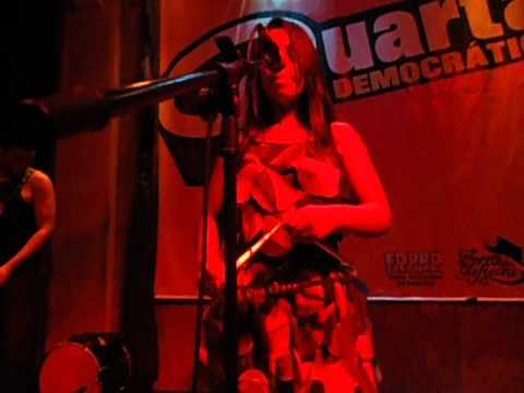Thais Juriti cantando