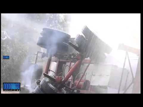 Hình ảnh trong video Tanker lorry got fire in Kannur; people in