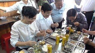 Nguyên chủ tịch nước Trương Tấn Sang ăn cơm 2 ngàn đồng ở quán cơm NỤ CƯỜI