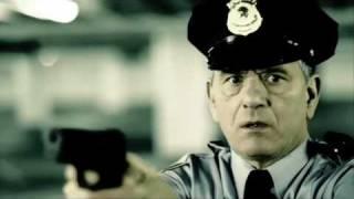 アウディを人質にとった犯人。撃てない警察