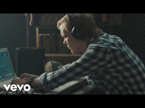 Silhouettes (AVICII's Exclusive Ralph Lauren Denim and Su..., Music video by Avicii performing Silhouettes (AVICII's Exclusive Ralph Lauren Denim and Supply Mix). Ralph Lauren Corporation/ LE7ELS / Universal Music