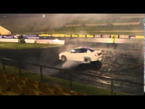 HOLDEN V6 VT COMMODORE BURNOUT AT WSID 20 8 2014
