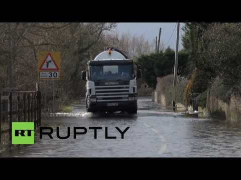 UK: Broken sewage systems as floods swamp South England