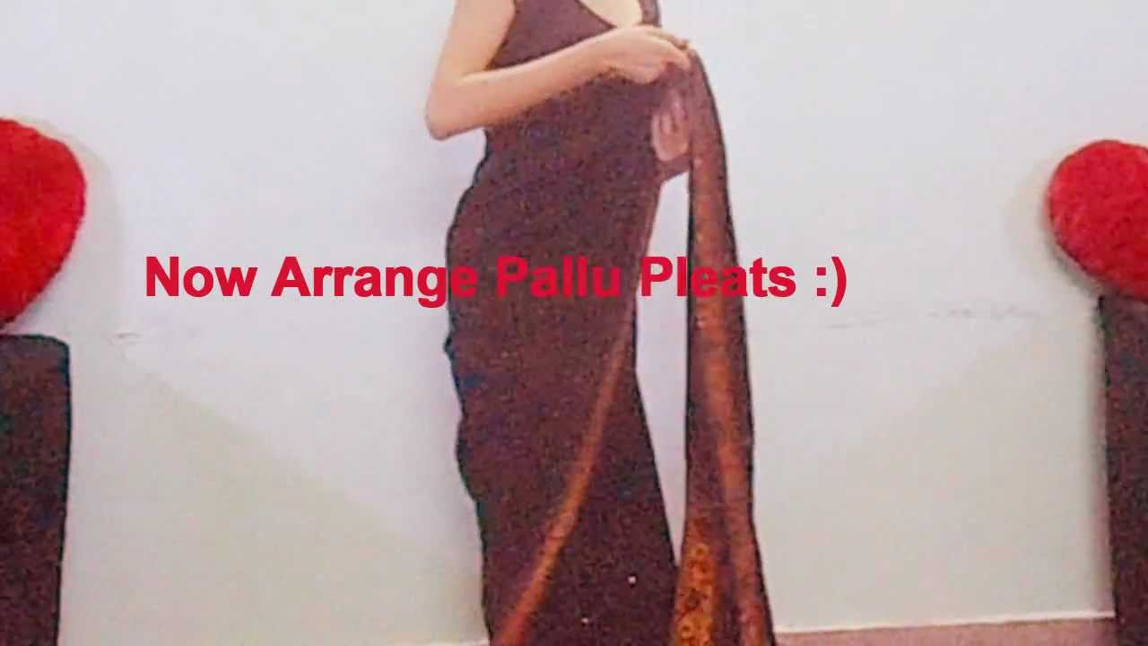 how to wear saree with pleats