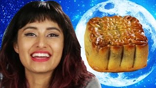 People Try Moon Cakes For The First Time