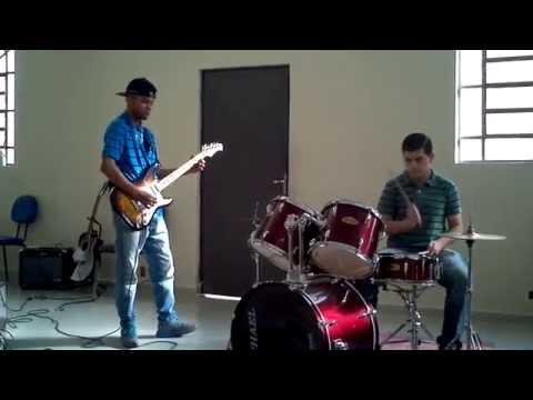 Brasileirinha Uma Bateria e Uma Guitarra.