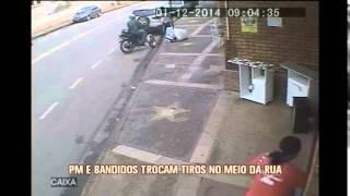 Bandidos roubam malote e trocam tiros com a Pol�cia Militar em Betim; motociclista � balead