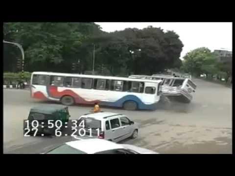 Cum a scapat ricsa din accidentul asta? Crash-tube.com