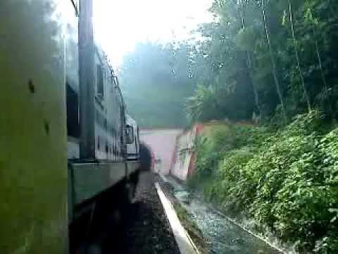 KA Matarmaja passing Jembatan Lahor dan masuk Terowongan Karangkates