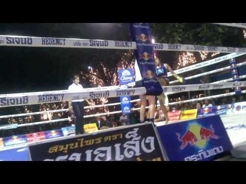 Julia Symannek (Kingz-Gym Bottrop) Welttitel Muay Thai Kings Birthday 2013 / Runde 4