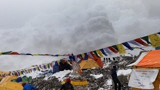 Hao123-Hit by Avalanche in Everest Basecamp 25.04.2015