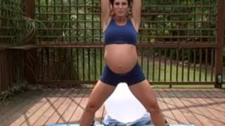 Bà bầu tập thể dục giảm đau ngực