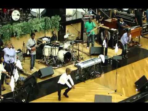 Kirk Franklin Awesome God, NA  AD Bras SÃO PAULO 10/10/2011 BRASIIIIL)