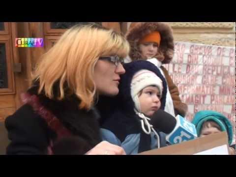 Protest cu 3 copii la primărie