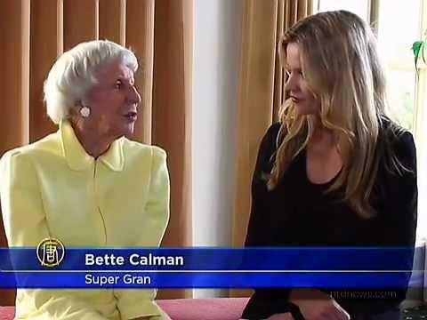 Siêu cụ bà Yoga tràn trề sinh lực ở tuổi 84