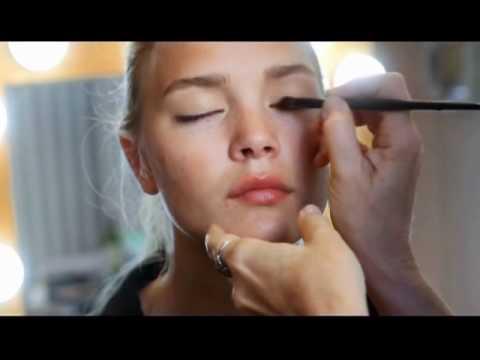 Натуральный макияж для блондинки