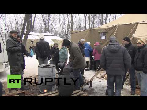 Ukraine: Crowds brave cold to support Yanukovich and Azarov