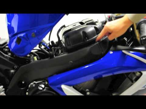 How to change Spark plugs on a 2007 GSXR600/750 K6 K7 part 1