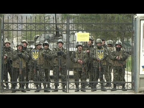 Ukrainian military faces down tense standoff
