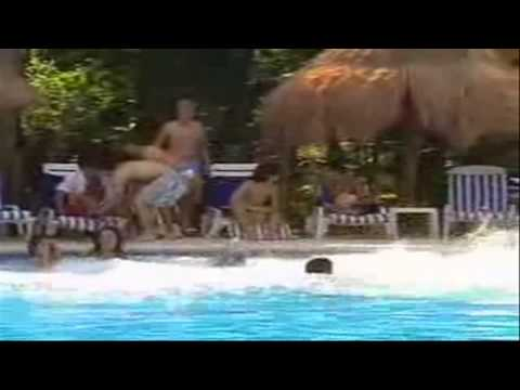 Rebelde 1ª Temporada - Roberta Atira Mia Na Piscina e Todos Acabam Se Divertindo - (HD)