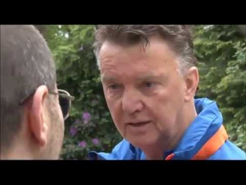 Van Gaal hints at Manchester United job