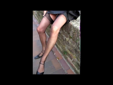 Schwarzer Lederrock.Gabriela with black seamed stockings and leatherskirt outdoor