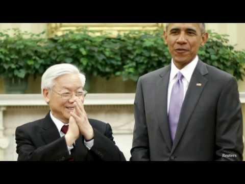 Ông Trọng gặp Obama: Trong bắt tay ngoài biểu tình