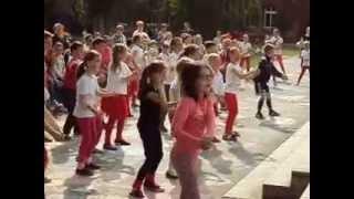 Zumba zatańczona 29.05.2015r. na festynie rodzinnym w szkole.