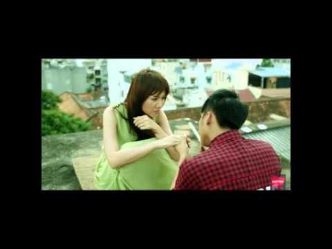 Sơn Tùng kiss chị Hari ^^