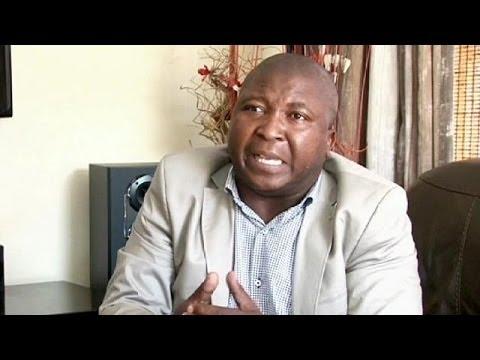 image vidéo فضيحة في جنوب إفريقيا يتسبب فيها مترجمٌ يومَ تأبين مانديلا