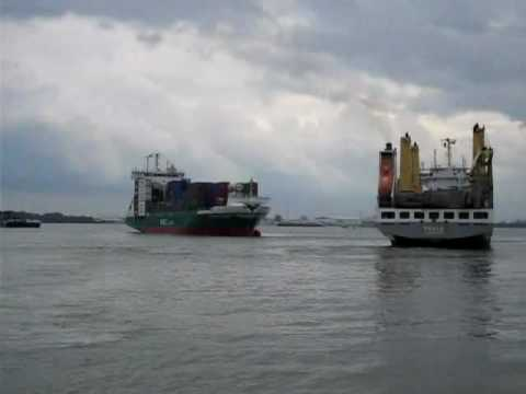 Collision 2 sea ships on river crossing  in Holland (Aanvaring 2 zeeschepen Dordtsche kil)