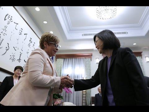 President Tsai meets Dominican Republic Ambassador to the ROC Rafaela Alburquerque de Gonzalez