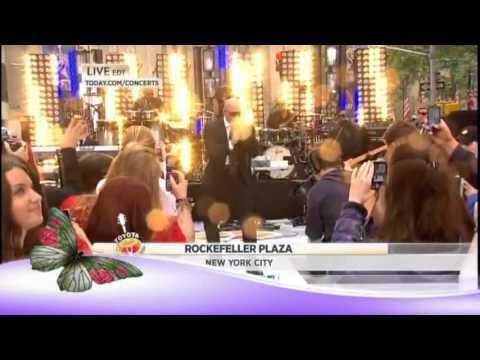 Pitbull Rocks New York Plaza (Live) May 25,2012