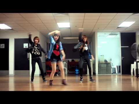 Chi Pu nhảy dance